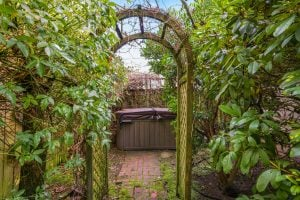 The hot tub beyond an archway