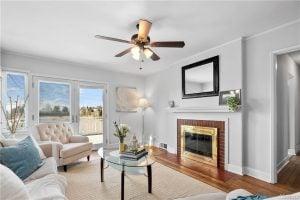 living room of listing 1741601