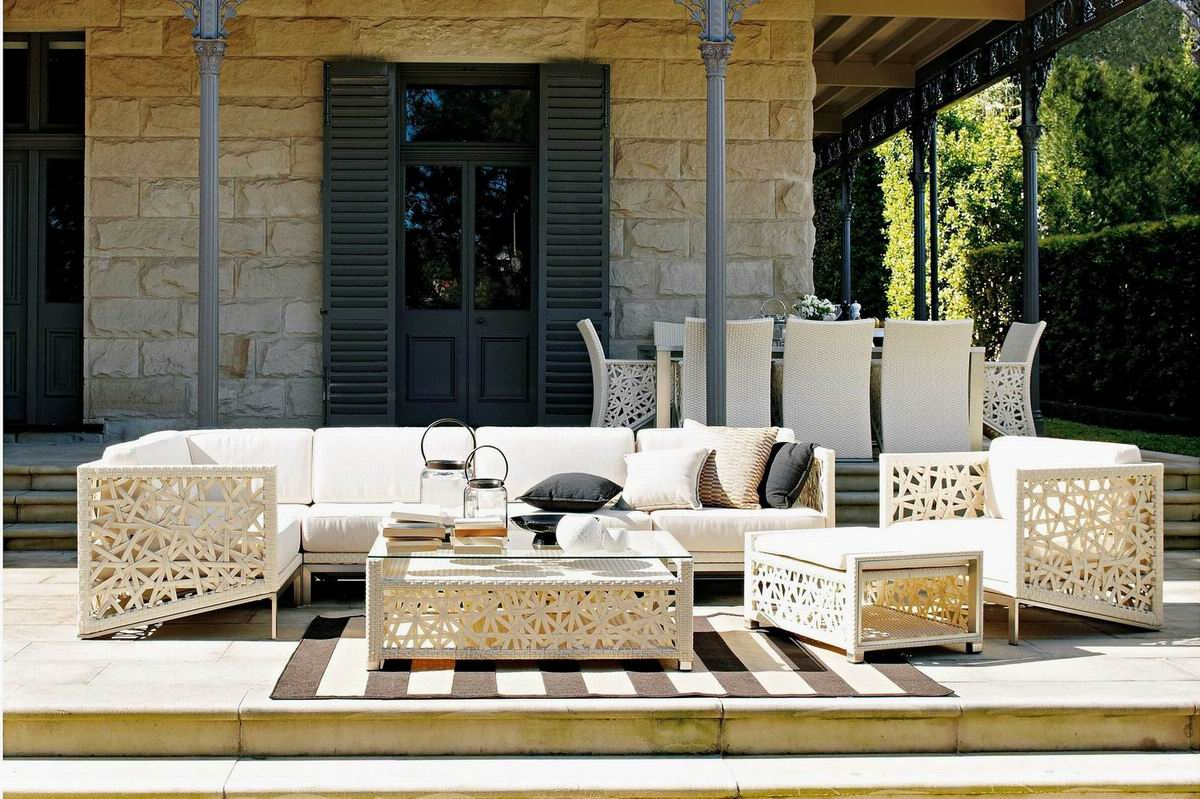 HOW TO SELECT THE IDEAL OUTDOOR FURNITURE