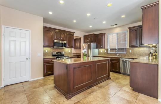15922 Parkhouse Dr Fontana CA-large-012-021-Kitchen-1500×1000-72dpi