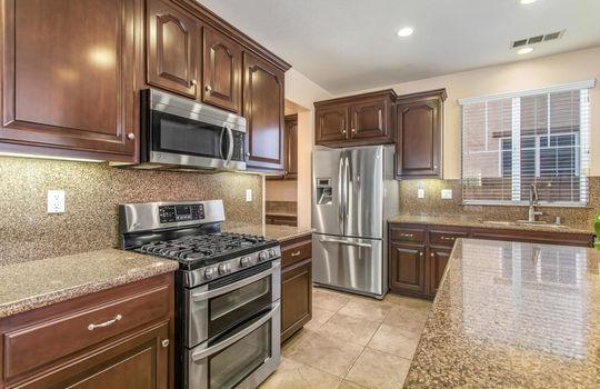 15922 Parkhouse Dr Fontana CA-large-013-020-Kitchen-1500x1000-72dpi