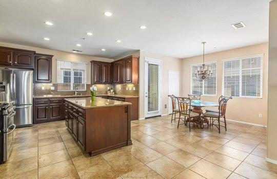 15922 Parkhouse Dr Fontana CA-large-014-029-Kitchen-1500×1000-72dpi