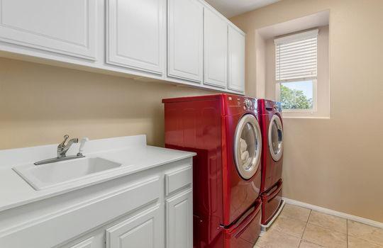15922 Parkhouse Dr Fontana CA-large-019-022-Laundry-1500×1000-72dpi