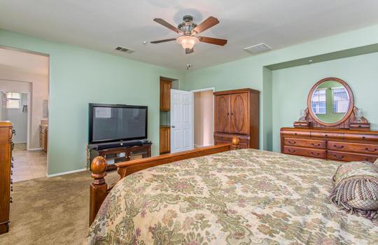 15922 Parkhouse Dr Fontana CA-large-023-034-Bedroom-1500x1000-72dpi