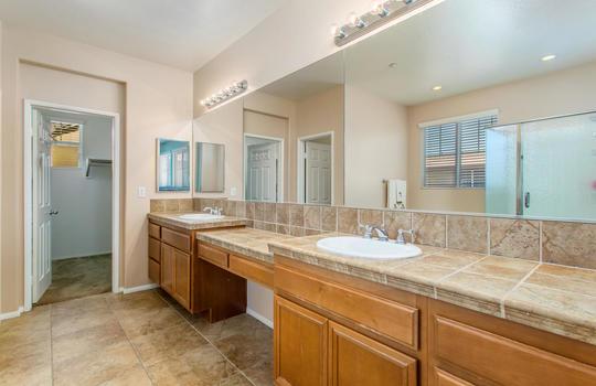 15922 Parkhouse Dr Fontana CA-large-024-030-Bathroom-1500x1000-72dpi