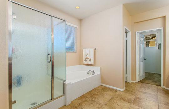15922 Parkhouse Dr Fontana CA-large-025-032-Bathroom-1500x1000-72dpi