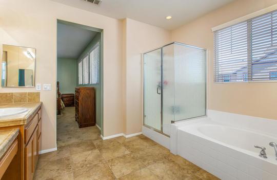 15922 Parkhouse Dr Fontana CA-large-026-031-Bathroom-1500x1000-72dpi