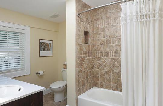 555 Woodland Ave Mountainside-large-031-016-Master Bathroom-667×1000-72dpi