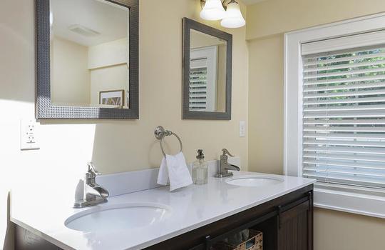 555 Woodland Ave Mountainside-large-032-020-Master Bathroom-667×1000-72dpi