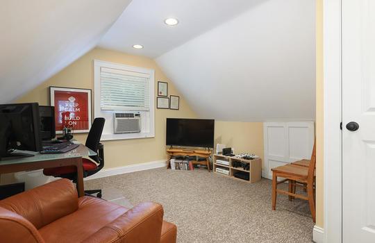 555 Woodland Ave Mountainside-large-038-038-Sitting Room-1500×1000-72dpi