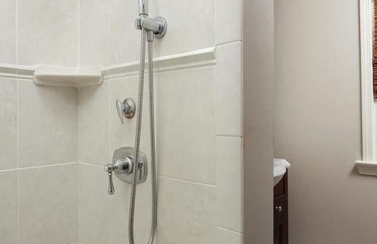 535 Hort St Westfield NJ 07090-large-036-004-Bathroom-667×1000-72dpi