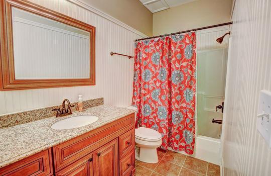 112 Mussel Basement Bath