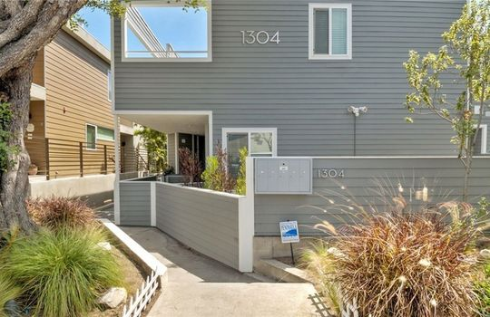 1304 12th St. #C Manhattan Beach CA 90266 01 (1)