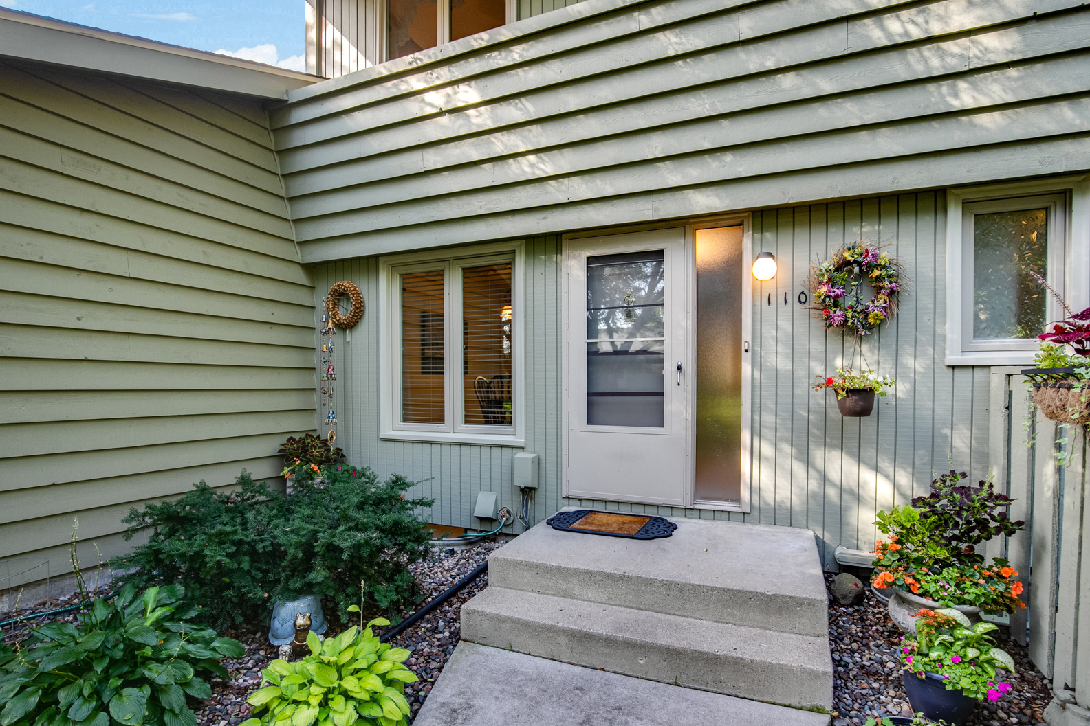 Townhome SOLD in New Brighton – 110 Windsor Lane!