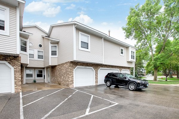 Bloomington townhome SOLD – 5340 Highpointe Drive!