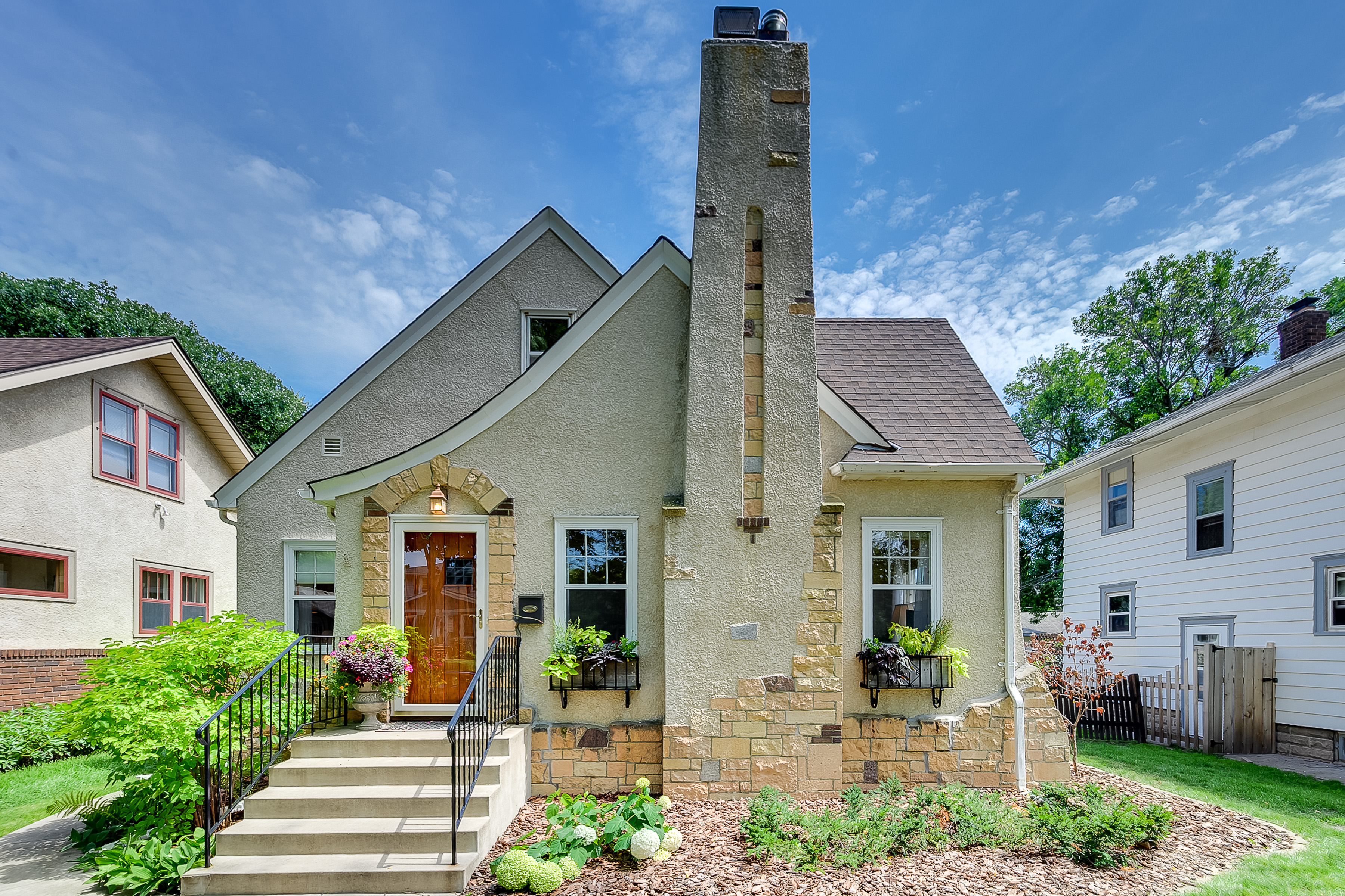 SOLD in Minneapolis – 2819 Arthur Street NE