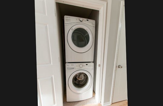 46 Empire Cres., Courtice - Main Floor Laundry
