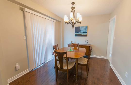 43 Newport Ave Courtice - Dining Room