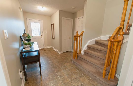43 Newport Ave Courtice - Foyer