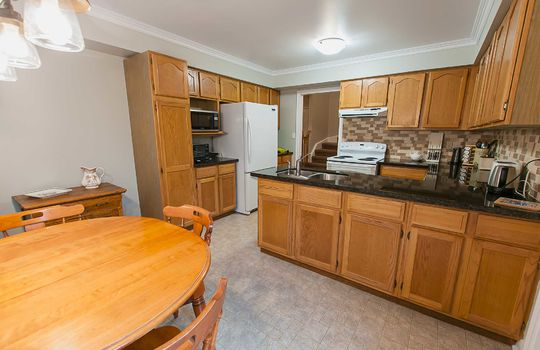 43 Newport Ave Courtice - Kitchen