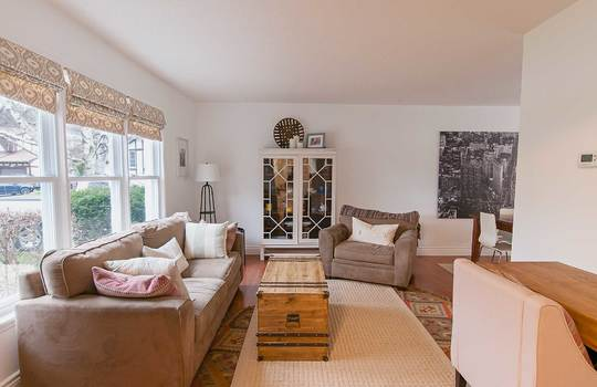1055 Basswood Court, Oshawa - Living Room