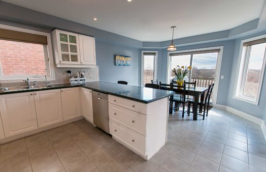 39 Kersey Cres Courtice - Kitchen