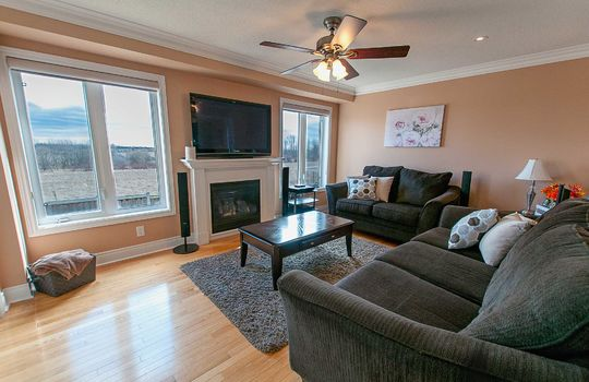 39 Kersey Cres Courtice - Living Room