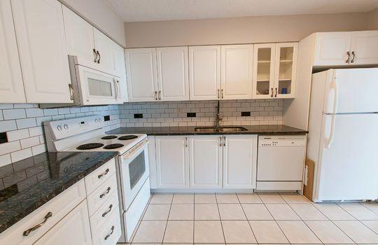 3380 Eglinton Ave E., #1680, Toronto - Kitchen