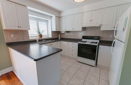 23 Playfair Road, Whitby - Kitchen