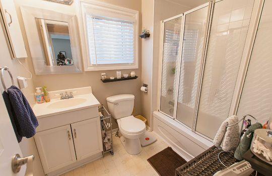 690 Hayes Ave., Oshawa - Bathroom
