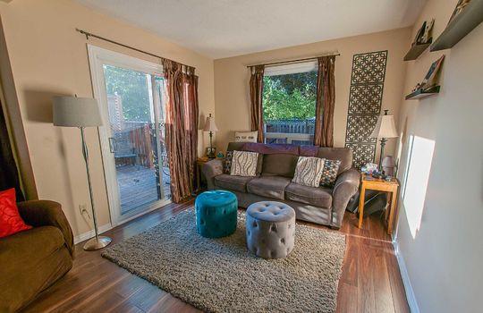 690 Hayes Ave., Oshawa - Living Room