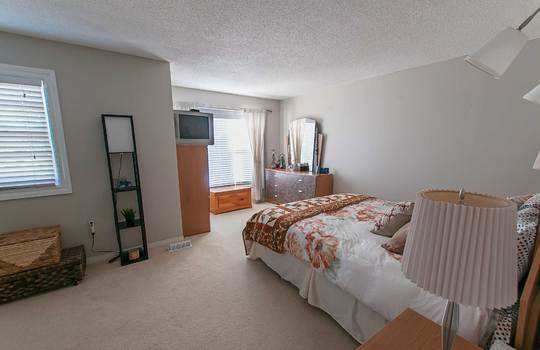 690 Hayes Ave., Oshawa - Master Bedroom