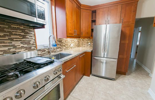 121 Belgravia Avenue, Toronto - Kitchen