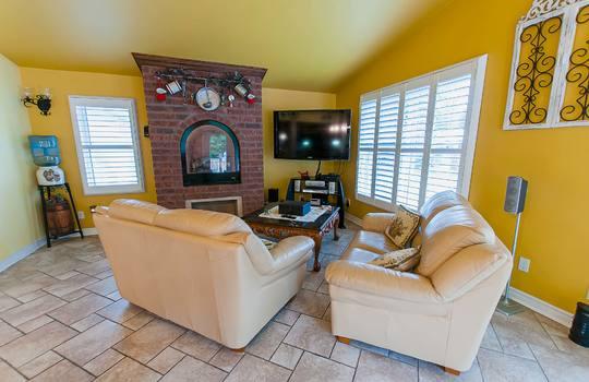 320 John Street, Cobourg - Family Room