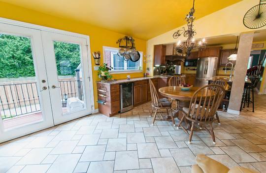 320 John Street, Cobourg - Kitchen
