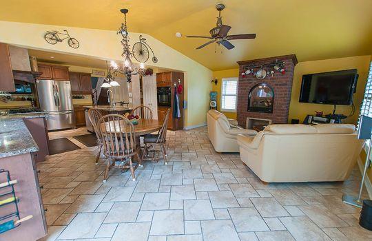 320 John Street, Cobourg - Kitchen / Family Room