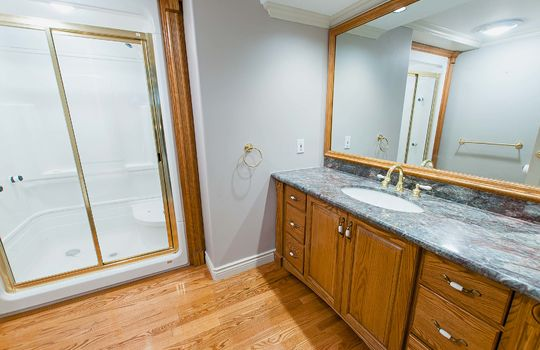 126 Waverly Road North Oshawa - Basment Bath