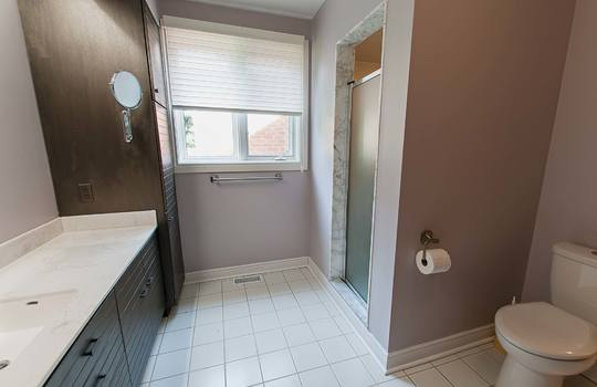 126 Waverly Road North Oshawa - Ensuite Bath