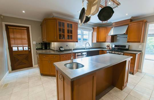126 Waverly Road North Oshawa - Kitchen