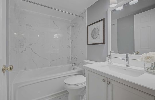 Bathroom - 887 Bay St #661, Toronto