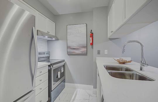 Kitchen - 887 Bay St #661, Toronto