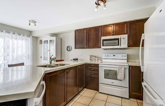 1 Torr Lane, Ajax - Kitchen