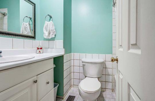 Bathroom - 960 Glen St Oshawa