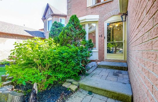 13 Addley Cres., Ajax - Entrance