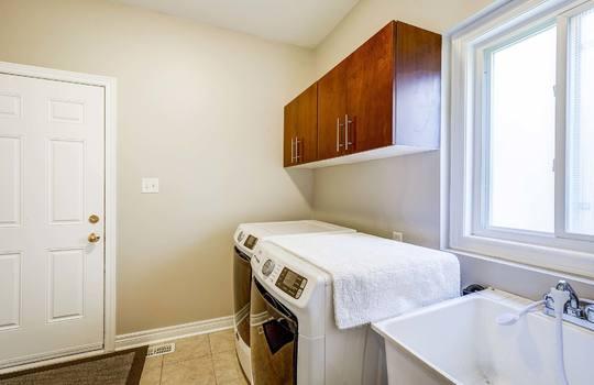 1558 Rorison St, Oshawa - Laundry Room
