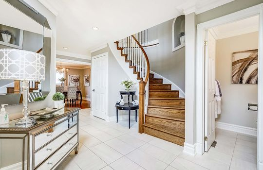 37 Braebrook Dr., Whitby - Foyer
