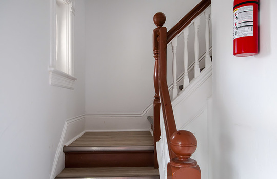 195 Albert St Oshawa - Staircase