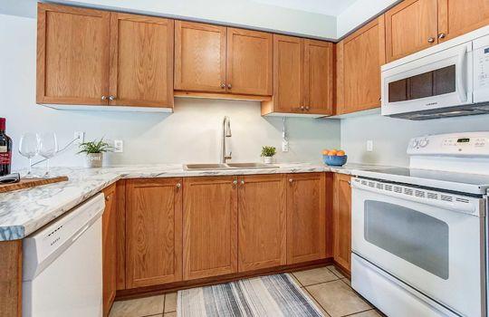 1087 Ormond Dr #48, Oshawa - Kitchen