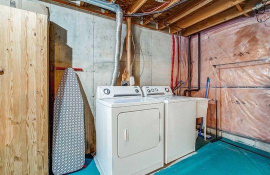 1087 Ormond Dr #48, Oshawa - Laundry Room