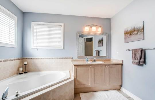 35 Weldon St., Whitby - Ensuite Bath